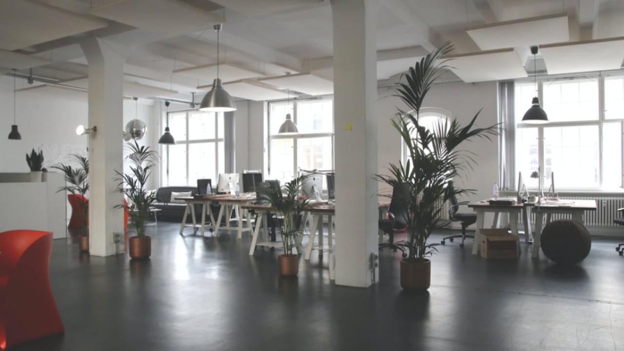 Oficina sola sin trabajadores por pandemia (Imagen: pexels)