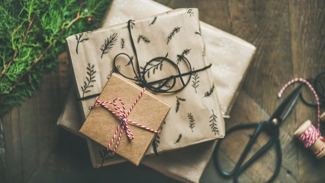 ¿Vas a hacer regalos navideños? Así podrás ahorrar