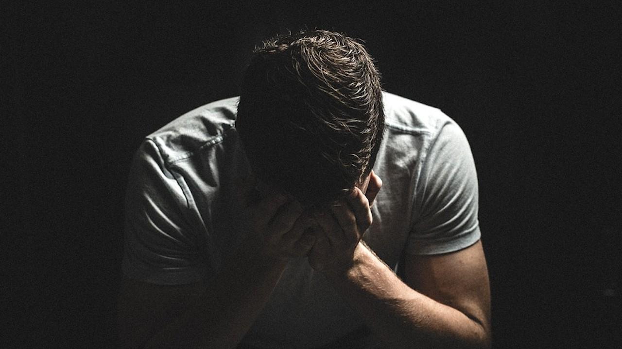 Tristeza por perder el trabajo y ser despedido (Imagen: pixabay)