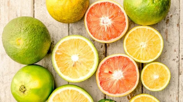 Naranja y Mandarina están entre los alimentos de temporada que se venden en diciembre