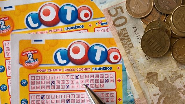 Hombre pierde lotería de un millón de dólares por culpa de su novia