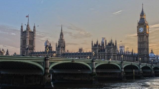 México analiza cierre de fronteras a Reino Unido por nueva cepa de coronavirus