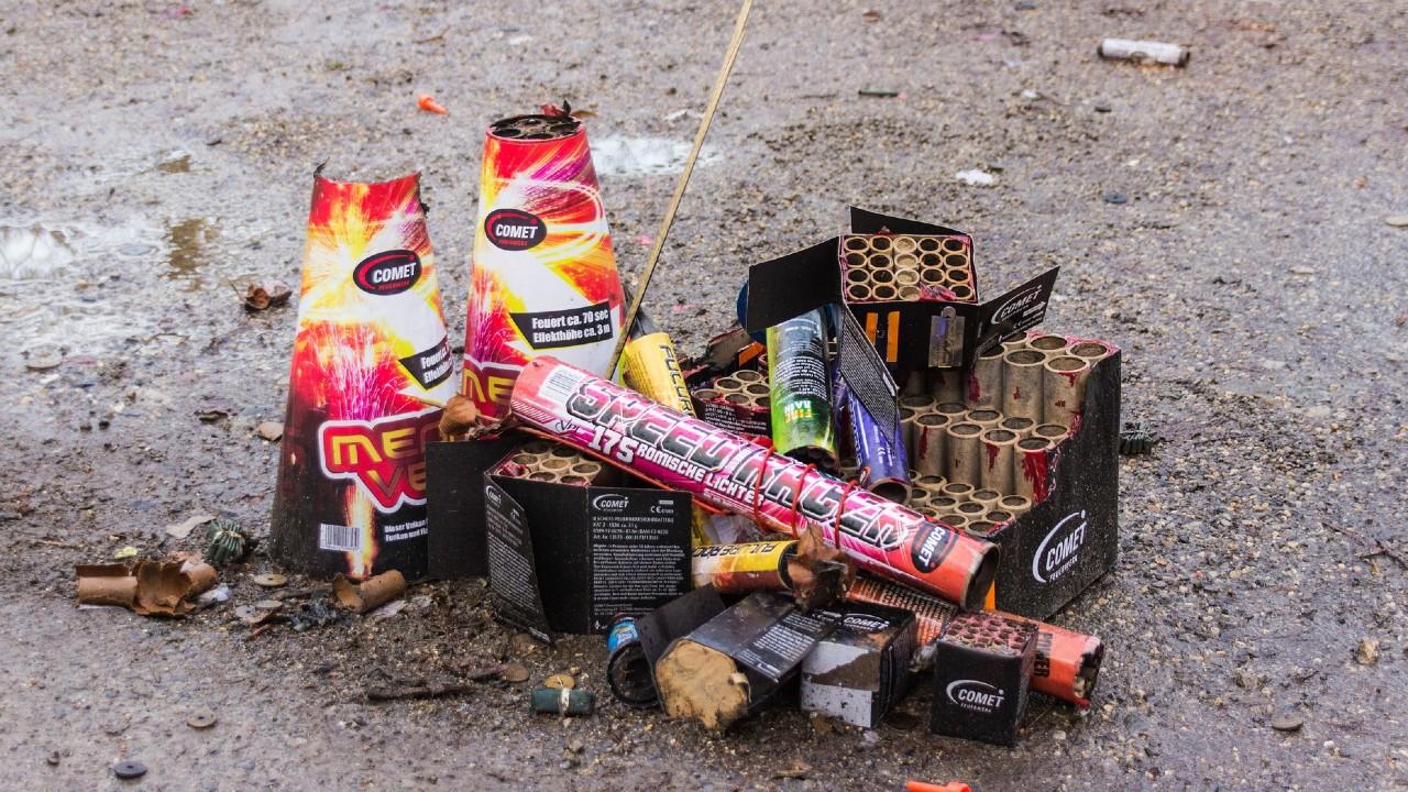 Multas de más de 2 mil pesos a quienes truenen cohetes en CDMX