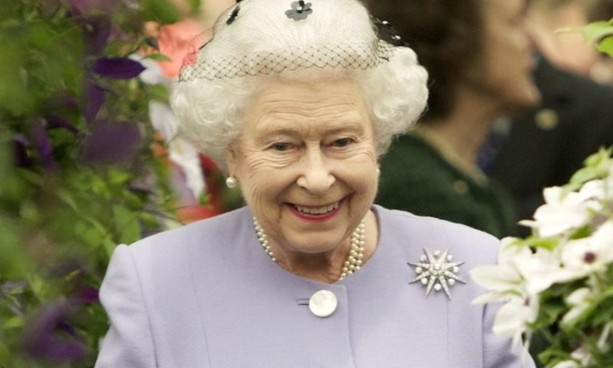 La realeza busca asistente personal.