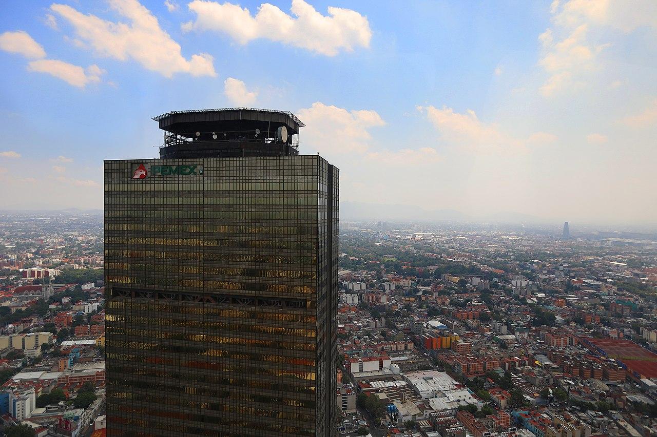 Moody's pone en perspectiva negativa a la industria petrolera mexicana