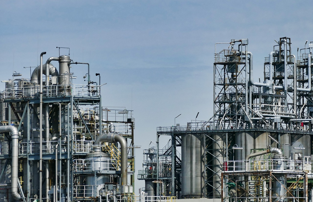 Refinerías de Pemex generan más desechos que gasolina