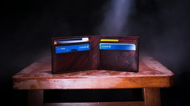 ¿Qué desventajas hay en usar tarjetas bancarias?