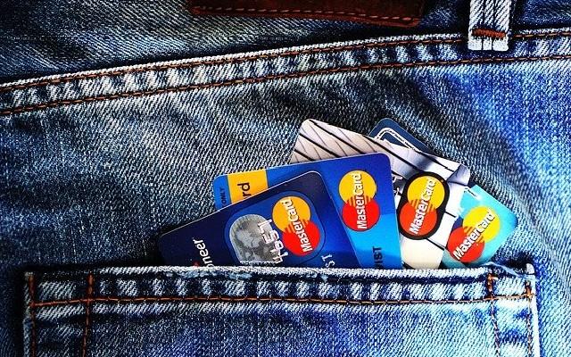 Una tarjeta de crédito te puede ayudar de muchas maneras