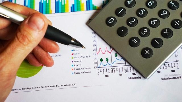 ¿Por qué deberías pagar tus deudas antes que ahorrar o invertir?