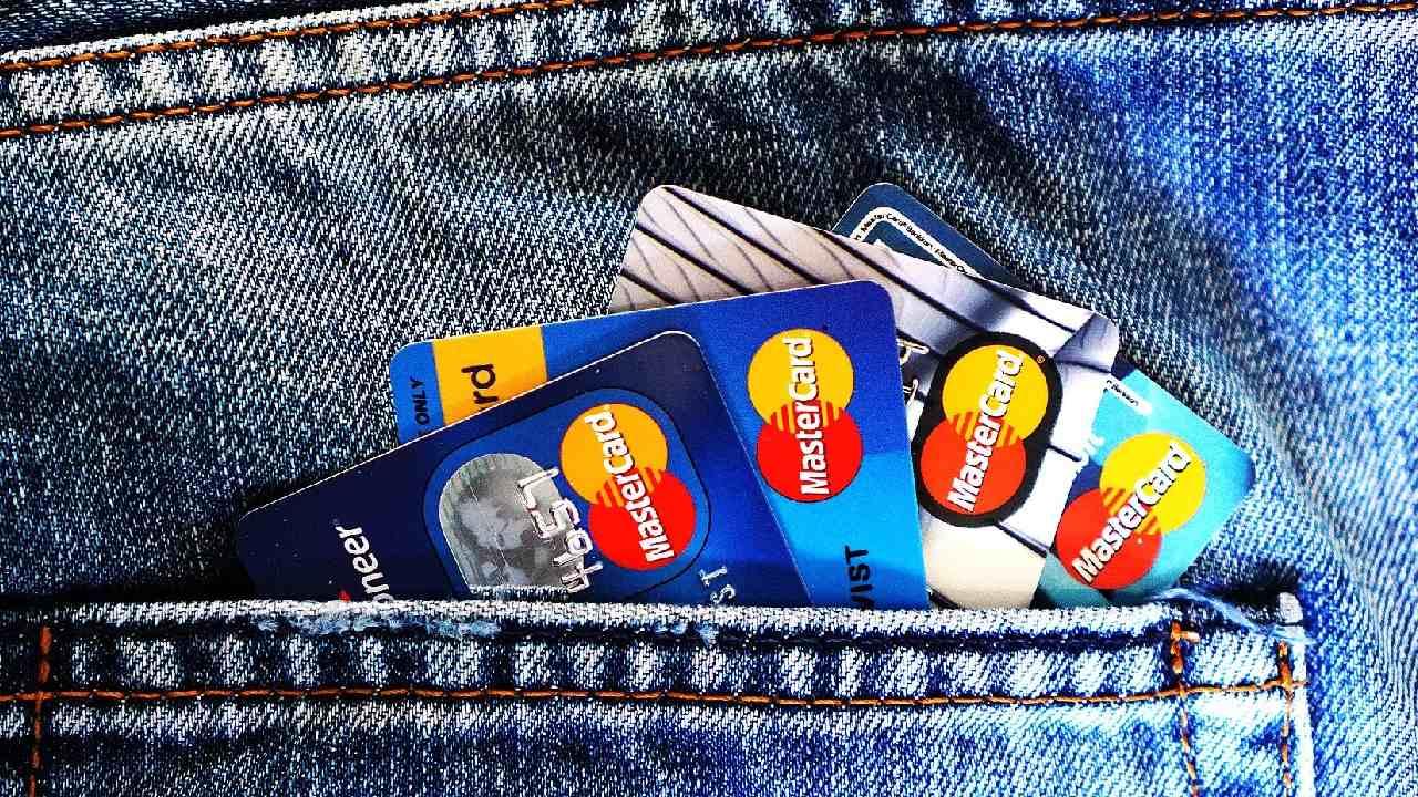 Comisión por pagar tarjeta de crédito en corresponsales bancarios según la Condusef