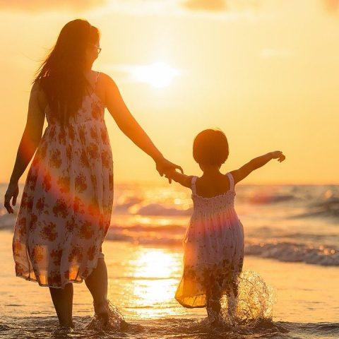 Costumbres que puedes enseñarle a tus hijos para corregir hábitos de pobreza