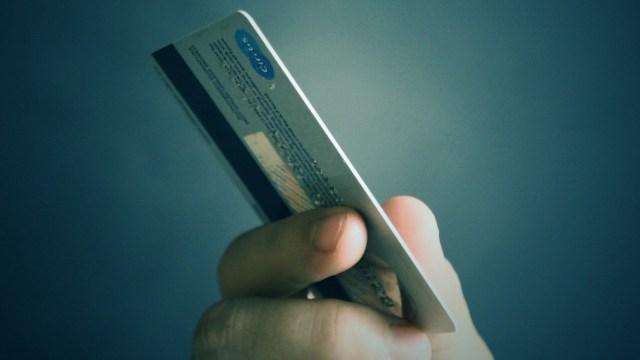 El Banco del Bienestar señala los elementos de una tarjeta de débito o crédito