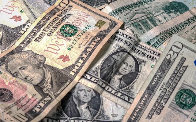 Es la segunda jornada consecutiva en la que el peso mexicano registra pérdidas frente al dólar