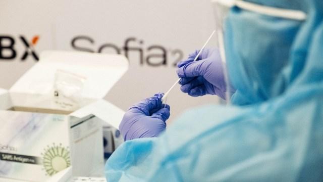 Este es el precio de las pruebas COVID PCR y antígenos según Profeco