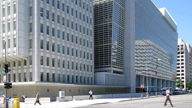 Reformas del gobierno alimentan temor a caída en la inversión privada en México: Banco Mundial