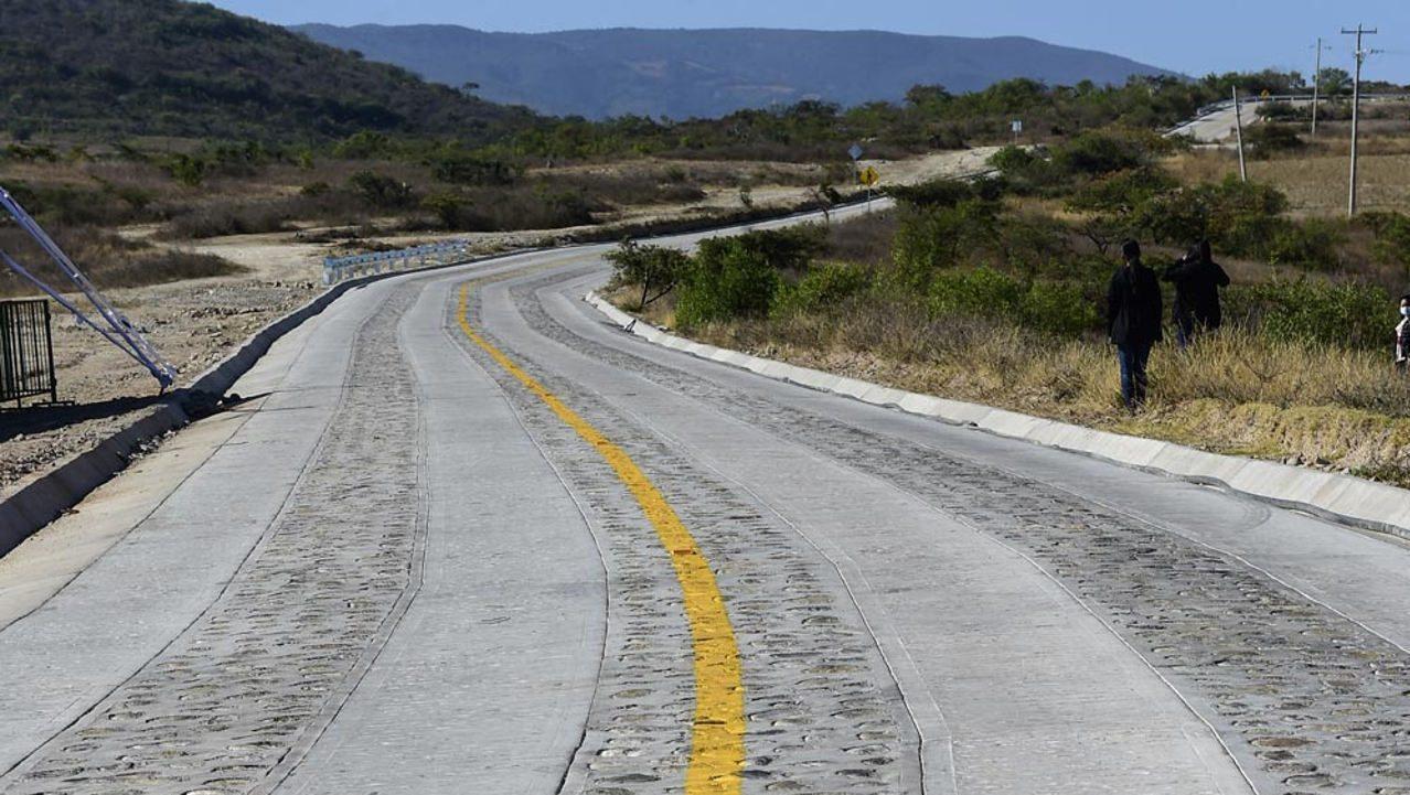 Construcción de caminos a mano cuenta con deficiencias: SCT