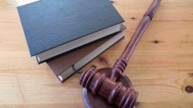 Juez federal suspende efectos de la reforma eléctrica de AMLO