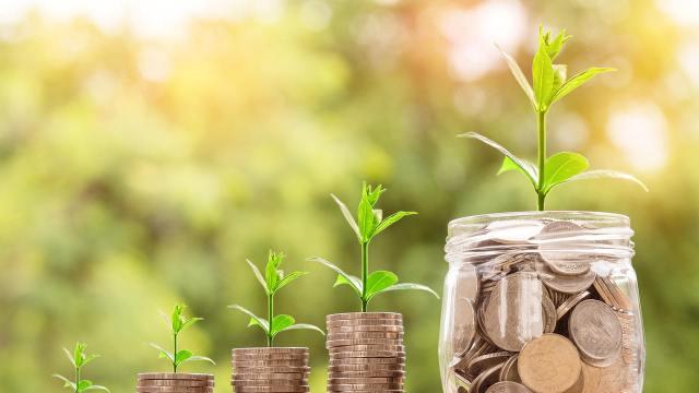 ¿Por qué es importante evaluar las comisiones que me cobran al invertir?