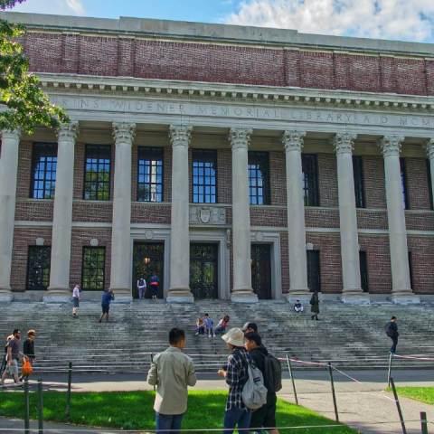 Te contamos cuánto cuesta estudiar en Harvard
