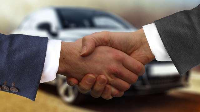 ¿Cuáles son los requisitos para solicitar un crédito automotriz?