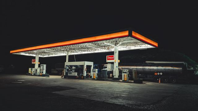 ¿Conviene mezclar etanol y gasolina en mi auto?