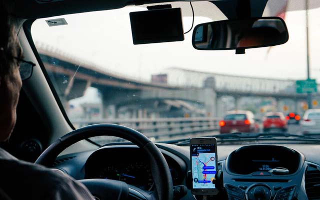 Usar el celular al manejar