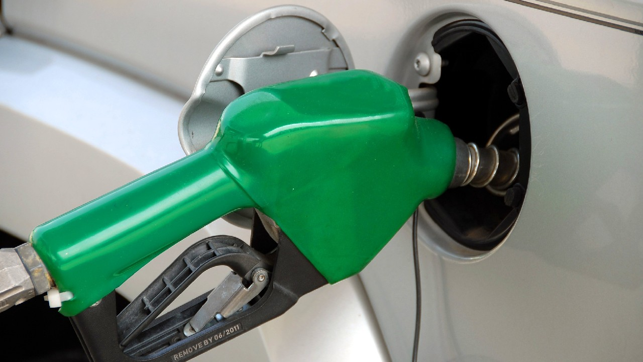 Qué auto consume más gasolina automático o estándar