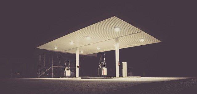 Deja de ir tanto a la gasolinera con los tips que tenemos en Oink-Oink