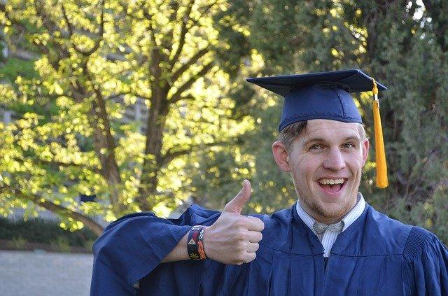 Expande tus posibilidades con un nuevo grado académico