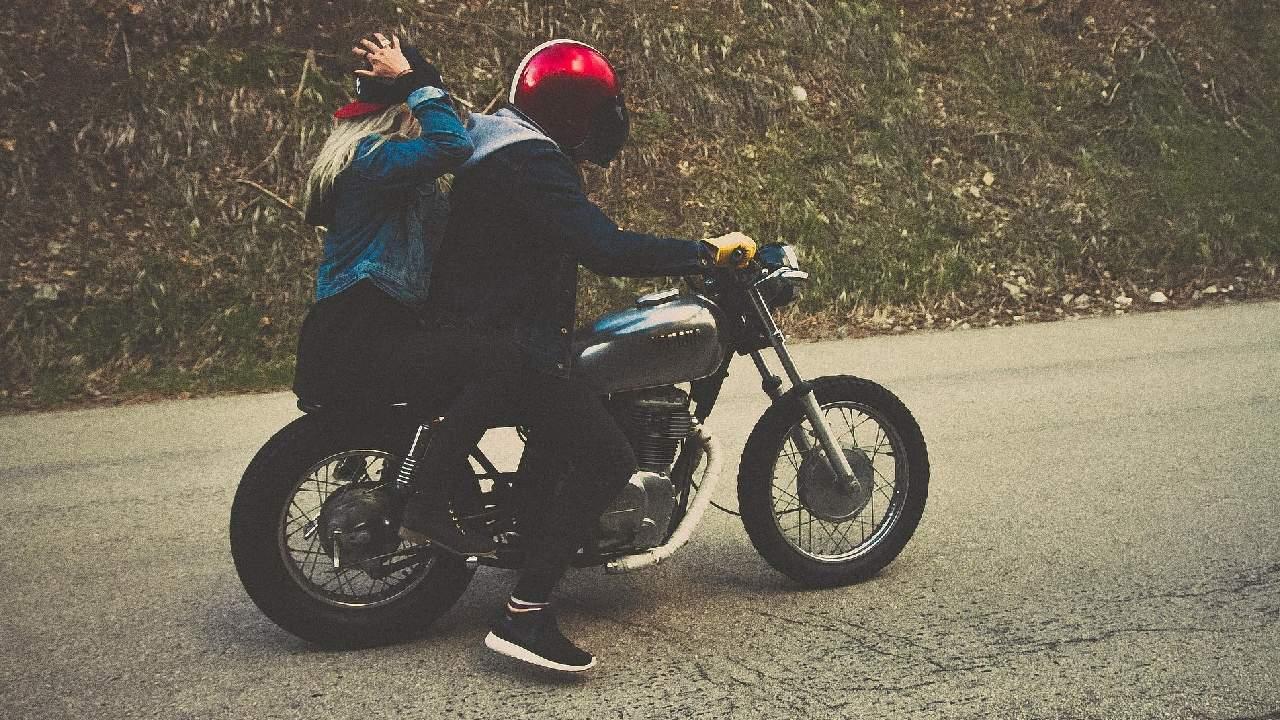 Si tienes una compañera de dos ruedas, te damos unos consejos para ahorrar la gasolina de tu moto
