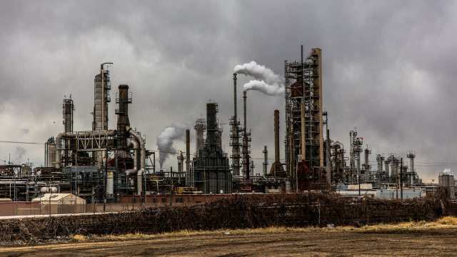 Crece 15% capacidad de refinación de Pemex en marzo