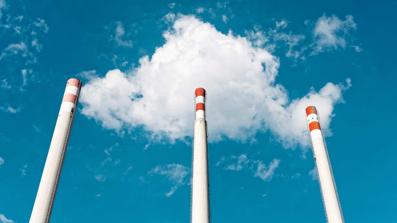 Termoeléctricas usan combustible tan sucio que ni los barcos pueden usarlo