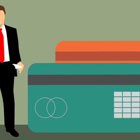 ¿Qué pasa si gasto por encima de mi límite de crédito?