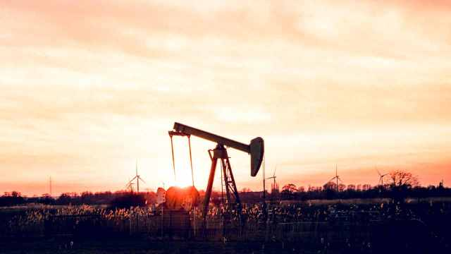 OPEP+ se apega a plan de aumentar gradualmente la oferta petrolera