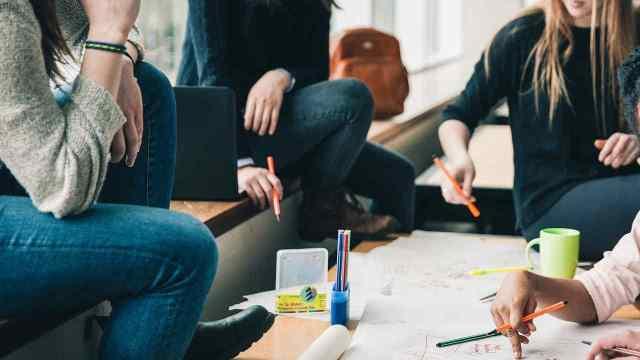 ¿Qué es un crédito grupal y cómo funciona?