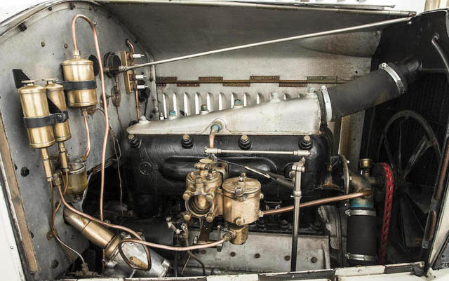 Motor de auto deportivo