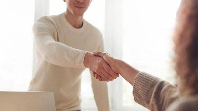 Después de una entrevista laboral, lo recomendable es esperar una semana para contactar al reclutador
