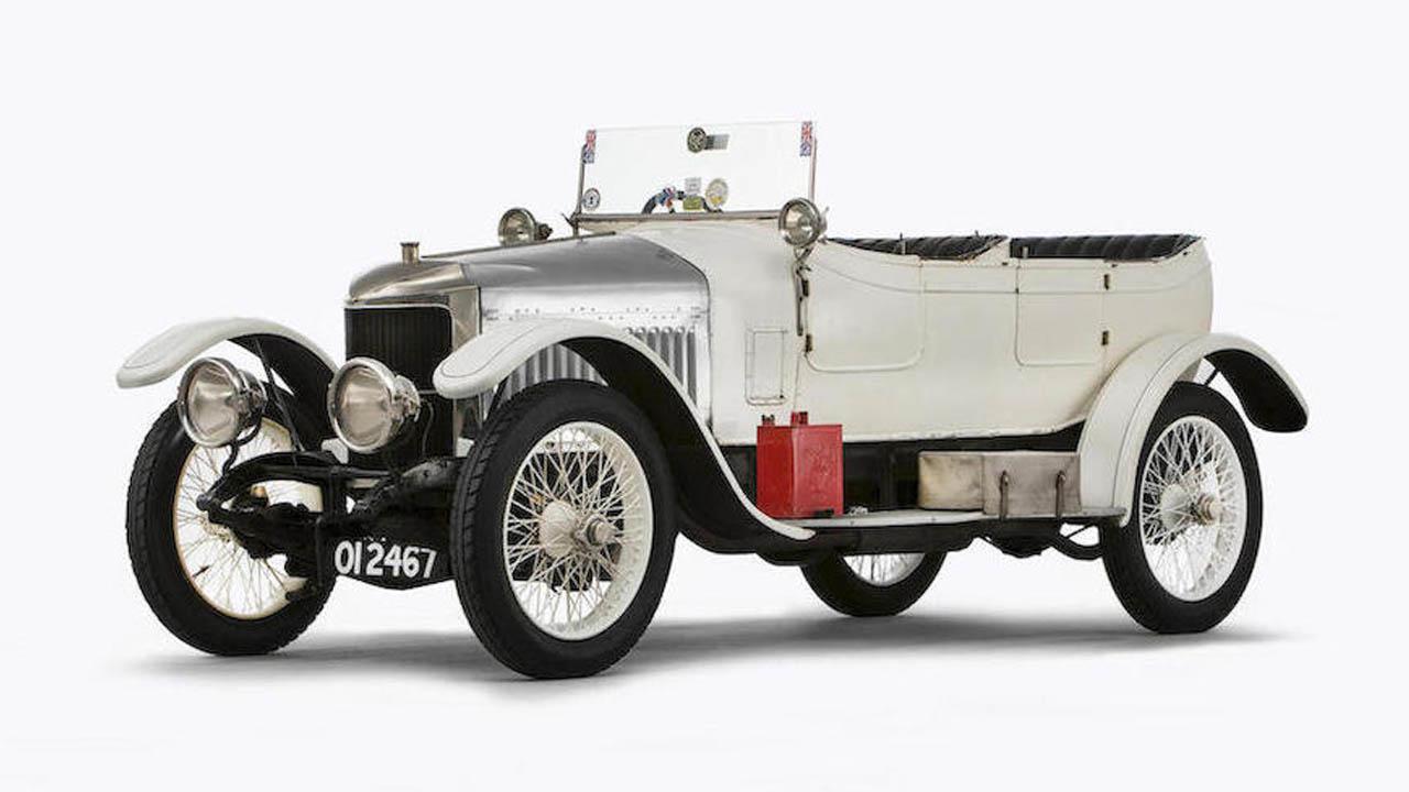 Primer auto deportivo