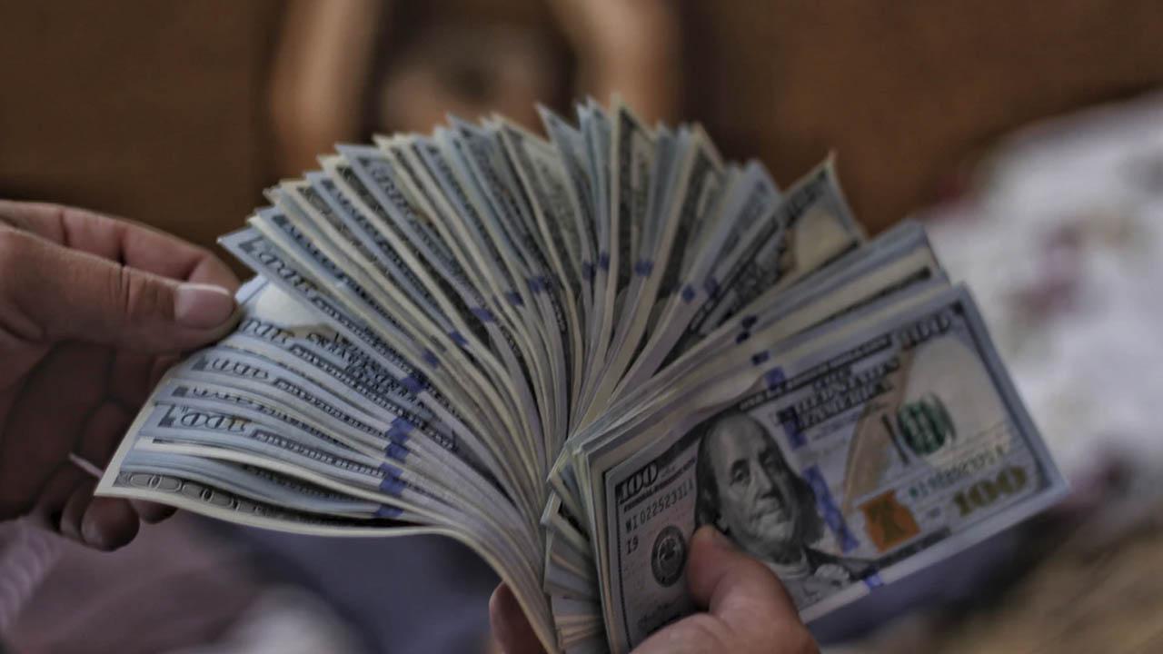 Precio del dólar pierde de nuevo