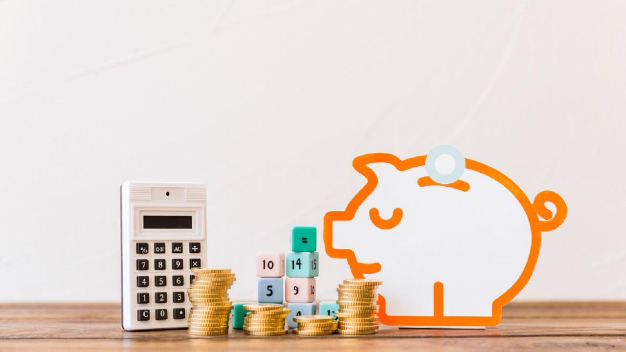 Guarda 3 pesos diarios y logra ahorrar mil 500 pesos en un mes