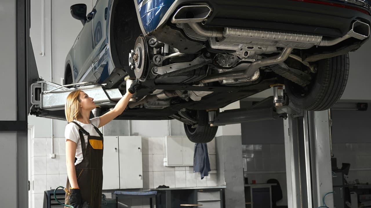 ¿Cada cuanto tiempo debo darle mantenimiento a mi coche?