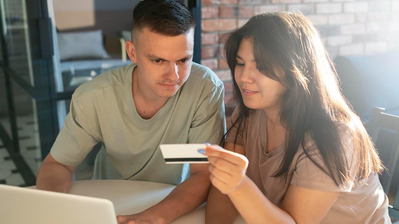 Cómo funciona una tarjeta de crédito adicional