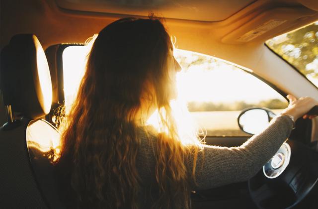 autos en mujeres