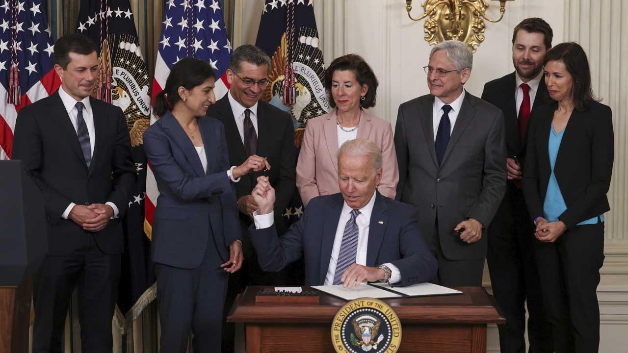 Joe Biden lanza iniciativa de derecho de reparar