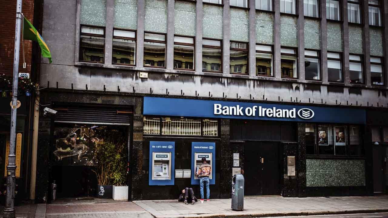 Los bancos están regulados por la CNBV