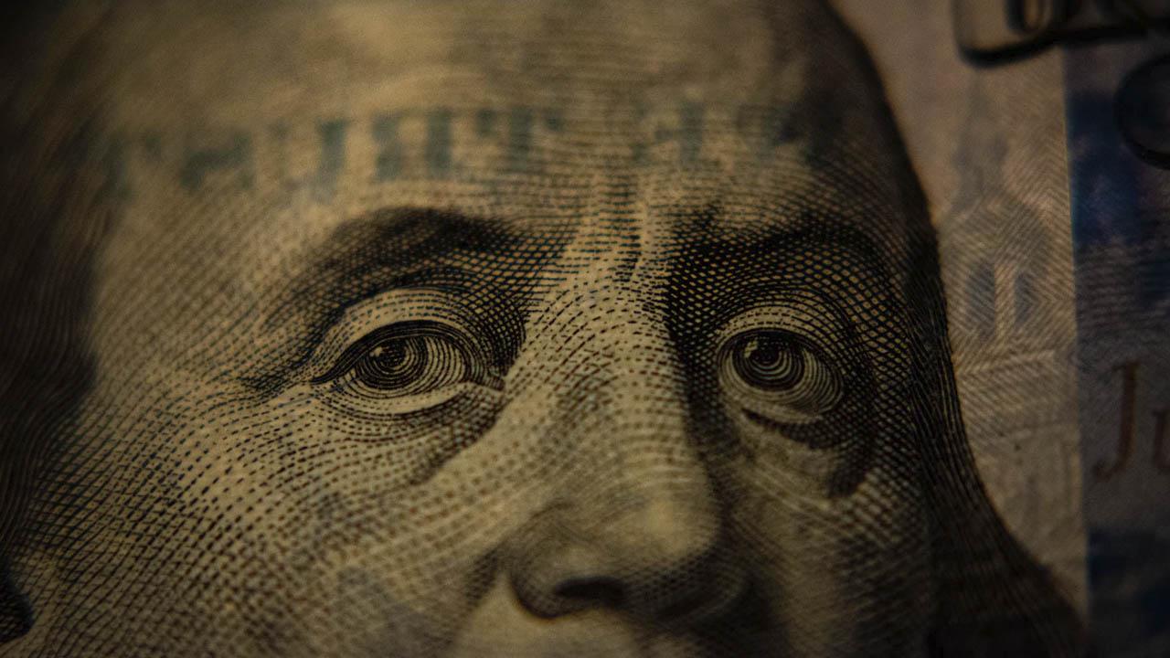 precio del dólar baja en miércoles
