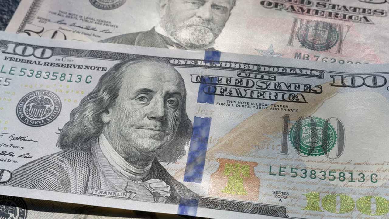 El precio del dólar cierra con ganancias