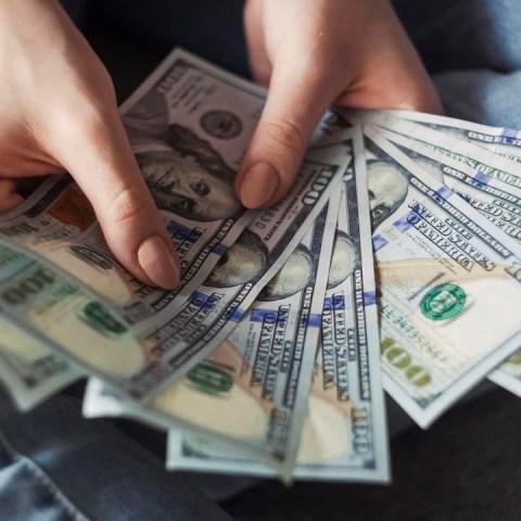 El precio del dólar aumentó al terminar la semana