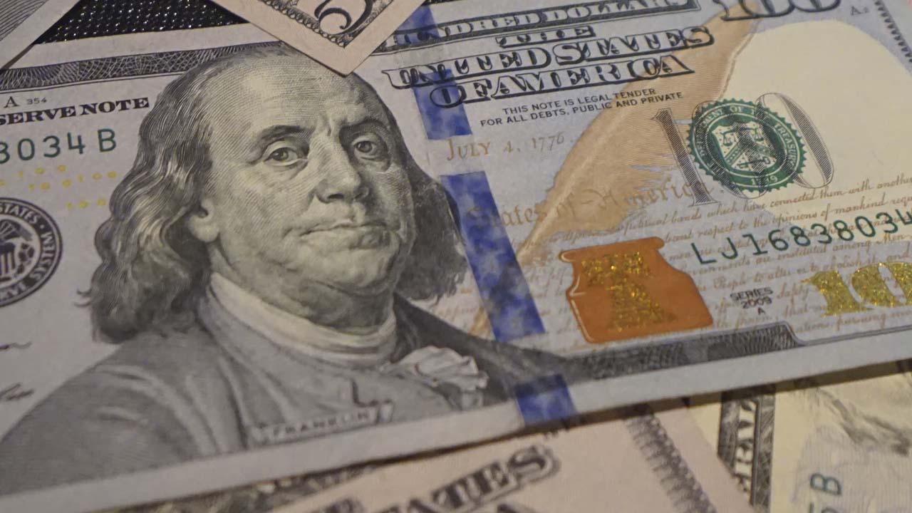 El precio del dólar sube ligeramente