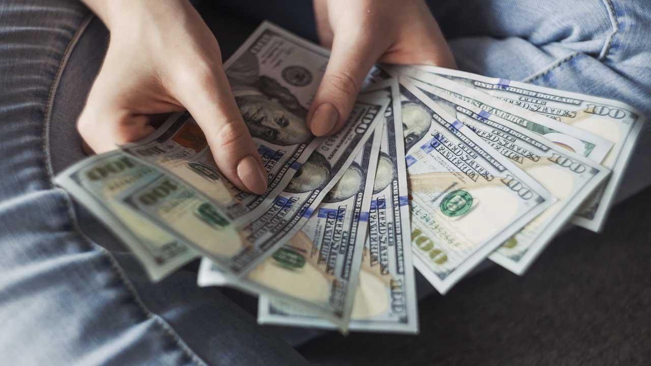 Dólar Banamex ajusta su precio
